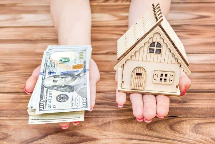 Home equity loans or refinancing? Here's what to look for, according to this top investment advisor