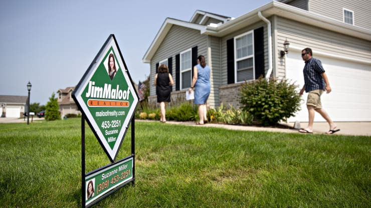 Mortgage demand from buyers jumps, just as interest rates spike