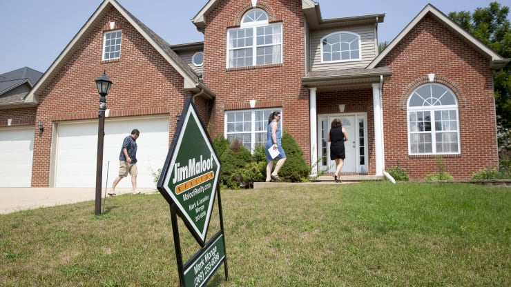 Weekly mortgage applications drop 5% as rates flatten